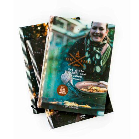 Artdirection, vormgeving, opmaak, boekomslag, cover, design, designstudio, madame charlotte, de wereld van snor, snor, layouts, vormgevingsbureau, kookboek, branding, merk, concept, recepten, limonade, bbq winterboek